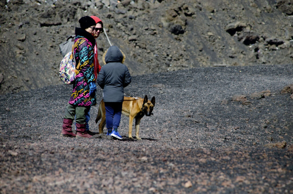 famiglia con malin in montagna